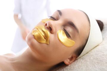 Złota maseczka kolagenowa hydrożelowa, zabieg kosmetyczny