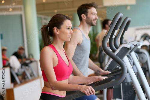 Couple doing cardio training program in fitness center - 77000265