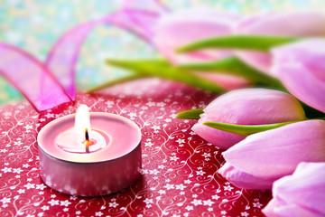Tulpen und Kerze