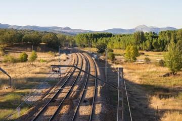 Vias de Tren y Catenarias junto a Carretera