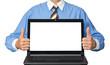 Geschäftsmann präsentiert Laptop mit Copyspace
