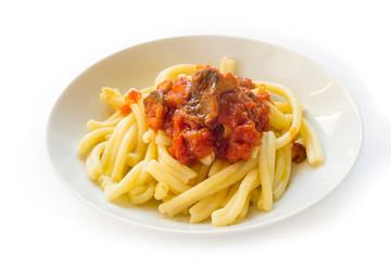 Pasta casereccia con salsa di funghi e pomodoro