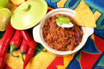 Chili con carne and nachos