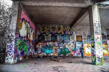 Graffitis am Geisterbahnhof in München