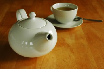 The teapot and the teacup.