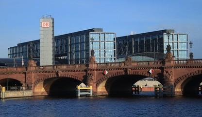 Spreepartie an der Moltkebrücke in Berlin
