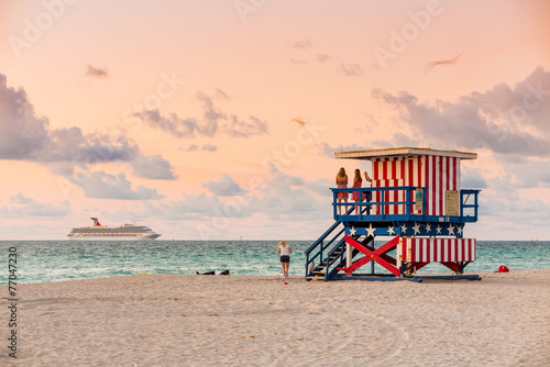 fototapeta na ścianę Lifeguard Tower w South Beach, Miami Beach, Floryda