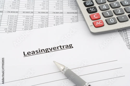 Leinwanddruck Bild lease agreement in german with calculator and pen
