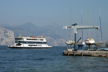 Traghetto sul lago di garda