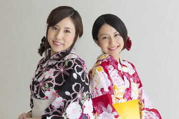 和装 浴衣姿の女性二人