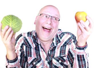 Mann mit Obst und Gemüse
