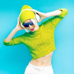 Glamorous Lada DJ in fashionable sportswear listening to Musik o