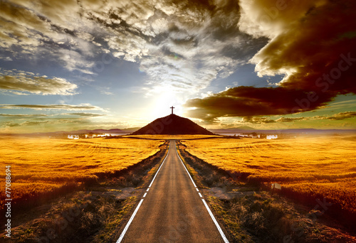 Keuken foto achterwand Bruin Aventuras y viajes por carretera.Carretera y cruz en la colina