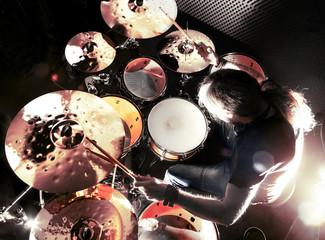 Tocando la batería.Concepto de música y rock