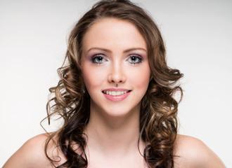 Portrait einer Frau mit brünetten Haaren