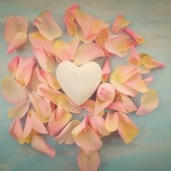 Herz mit Rosenblüten - nostalgisch