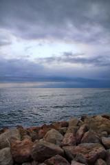 Magnifique mer océan nuageux lumineux