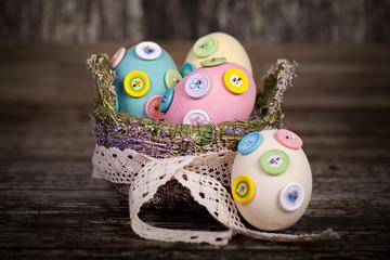 Ostereier im Osterkörbchen
