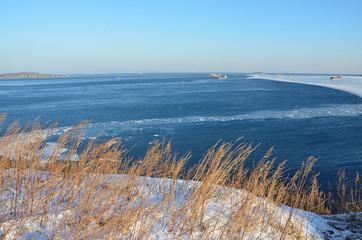Владивосток, берег Японского моря в районе острова Русский