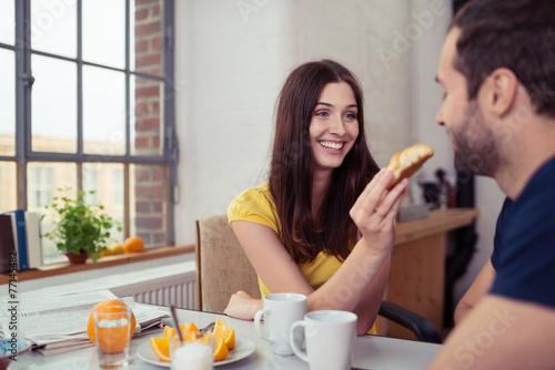 canvas print picture verliebtes paar beim frühstück