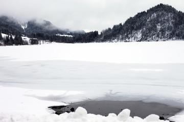 Gefahr - Eis Einbruch am See