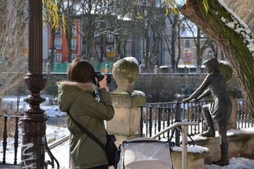 fotografiando  en el paseon del espolon de burgos