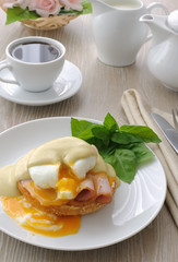 eggs (poached) with ham on a bun sauce