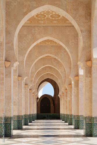 Leinwanddruck Bild Morocco. Arcade of Hassan II Mosque in Casablanca
