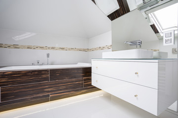 Housing bath in modern bathroom