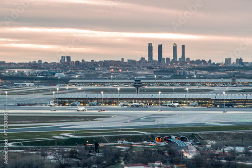Plexiglas Luchthaven Madrid-Barajas Airport during sunset