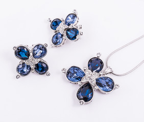 necklace and earring set clover shape and sapphire
