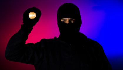 Einbrecher X4