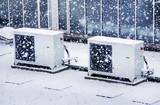 Klimaanlage auf Firmengebäude im Winter - Air Condition Winter