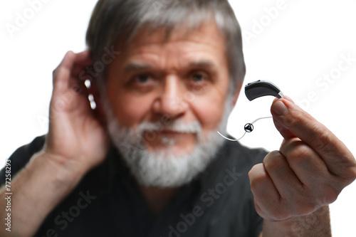Mann mit Hörgerät Poster