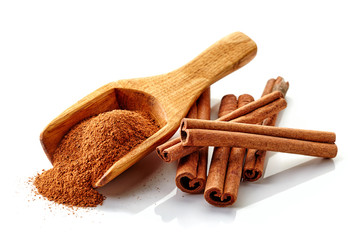 cinnamon ground and sticks