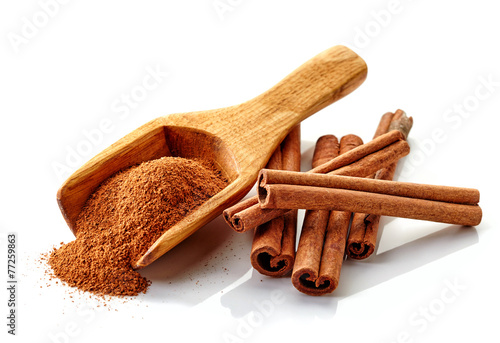 cinnamon ground and sticks