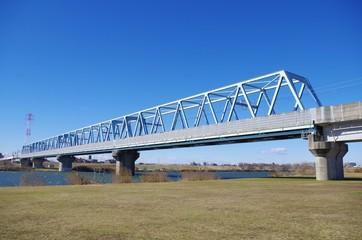 鉄橋と川辺