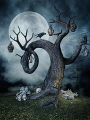 Stare drzewo z lampionami, czaszkami i krukiem