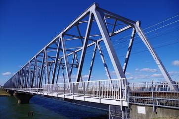 水色の鉄橋