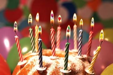 Happy Birthday - Symbole in den Flammen