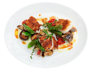 Fish fillet with mushrooms and asparagus