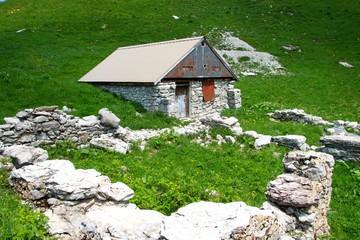 Refuge sur le chemin de la Tournette, Haute-Savoie