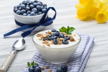 Heidelbeer Joghurt mit Müsli