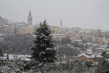 Intensa nevicata sulla città di Spoleto
