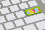 Ostereier auf Tastatur zu Ostern