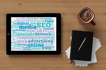 Tag Cloud zu Online Marketing auf Tablet Computer