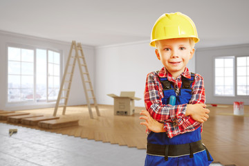 Kind als Handwerker bei Renovierung von Wohnung