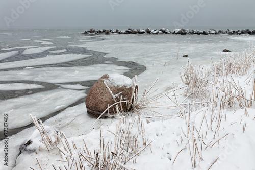 Ostseeküste im Winter - 77307406