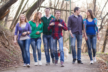 A group of teenage students walking