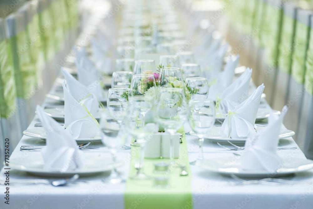 cr dence de cuisine en verre imprim wedding table and chairs nikkel. Black Bedroom Furniture Sets. Home Design Ideas